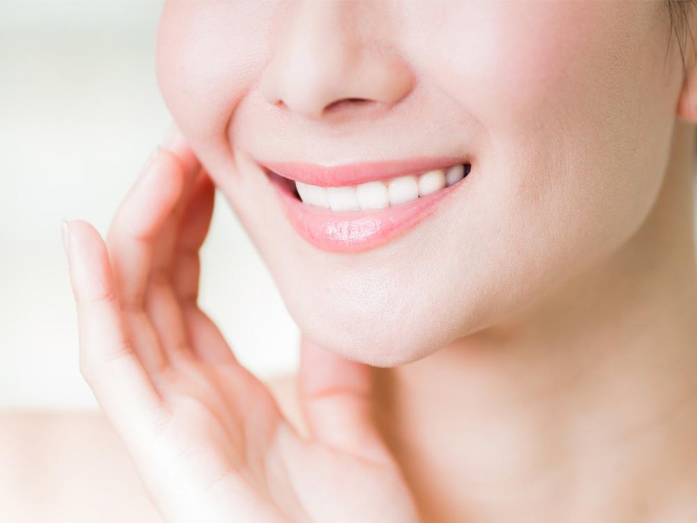 白く輝く歯で、自信あふれる笑顔に。